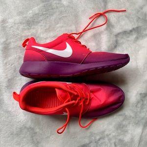 Nike Roshes - size 9.5